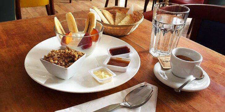 Začněte den s plným břichem: Snídaně dle výběru ze 3 variant i s kávou či čajem
