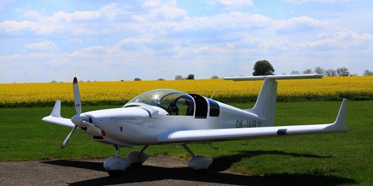 Vzhůru do oblak: poznávací lety i pilotáž v dolnoplošníku