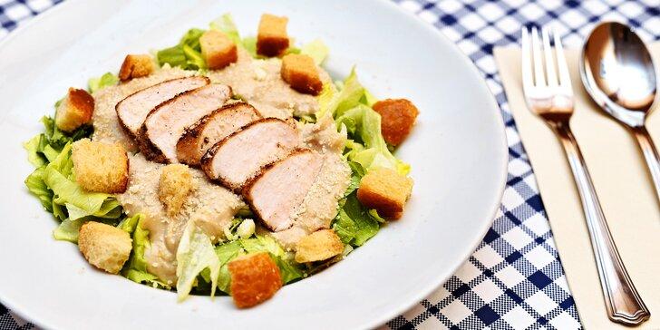 Caesar salát pro 1 nebo pro 2 na Staroměstském náměstí