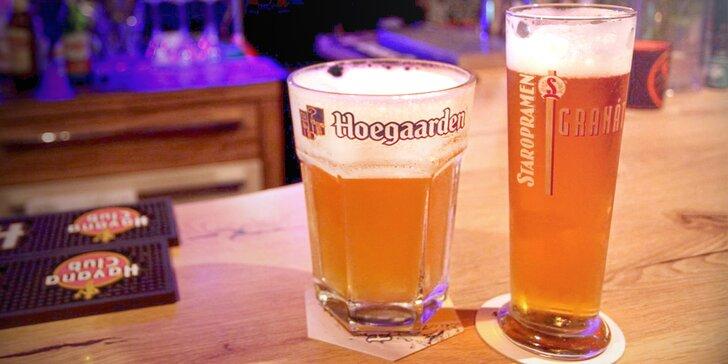 2–6 kousků belgického pšeničného piva Hoegaarden v baru Kachna Al Capone