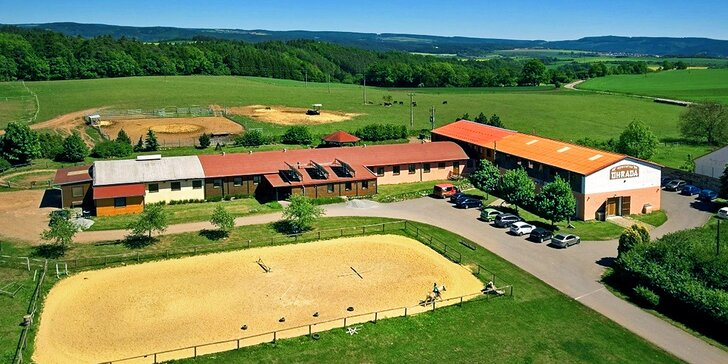 3denní pobyt s polopenzí, vířivkou a bazénem na farmě s koňmi a pivovarem