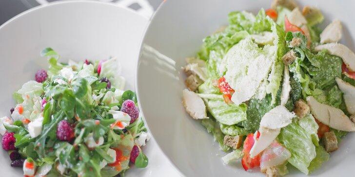 Sestavte si vlastní salát z více než 30 čerstvých ingrediencí a 10 dresinků