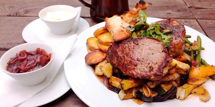 Grilovačka U Jabloně: 3 druhy šťavnatého masa pro dva se zeleninou a bramborami