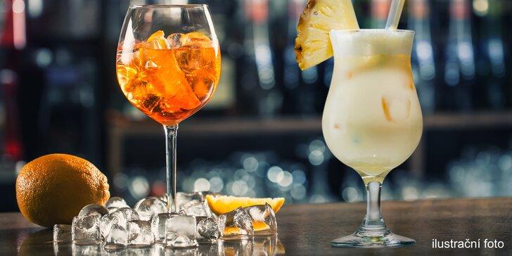 Drink a dobroty pro 2: Aperol Spritz a mandle nebo Piña Colada s nachos