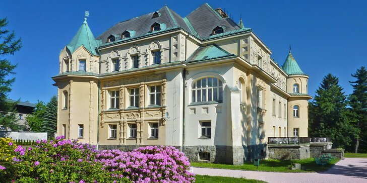 Pobyt s vůní první republiky: 3 až 5 dní na Kramářově zámku s polopenzí v podhůří Krkonoš