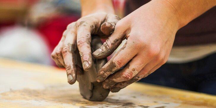 Keramický workshop pro děti i dospělé: vyrobte si z hroudy hlíny barevnou sošku
