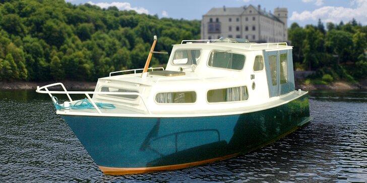 Námořníci na Orlíku: pronájem menší obytné kajutové motorové lodě na 1 den