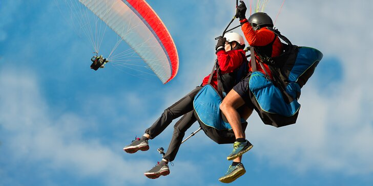 Nebeský zážitek pro celou rodinu: Tandemový paragliding už od 4 let věku