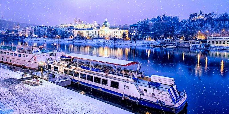 Romantika na Vltavě: Zážitkové zimní plavby Prahou i s malým občerstvením