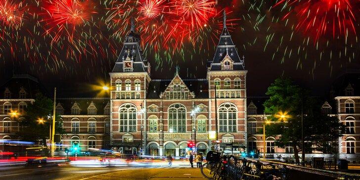 Slavnosti v ulicích, hudba, ohňostroje, uvolněná atmosféra – Silvestr v Amsterdamu