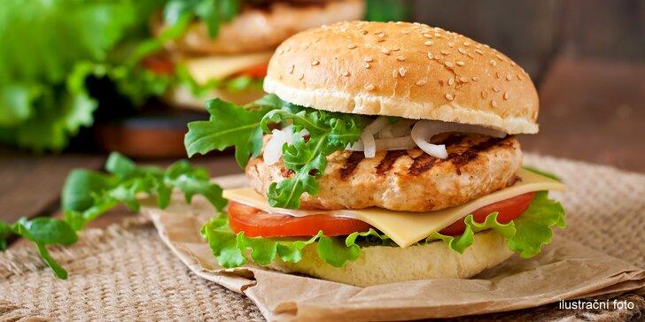 Zasytí i zachutná: zdravý burger s kuřecím masem, brambory a domácí limonádou