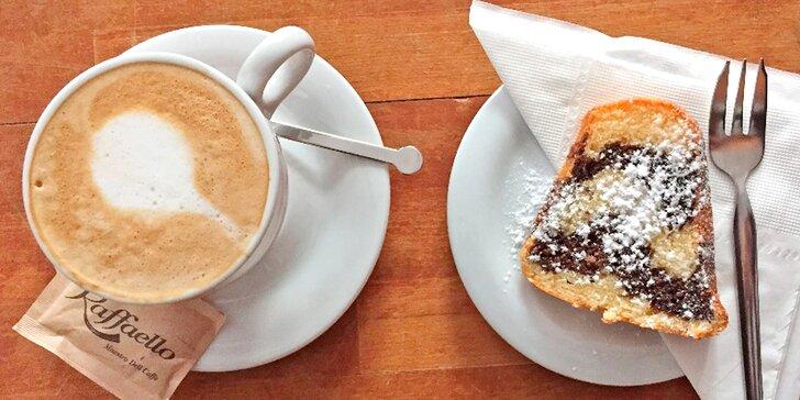 Káva a bábovka jako od babičky ve studijní kavárně u Václaváku