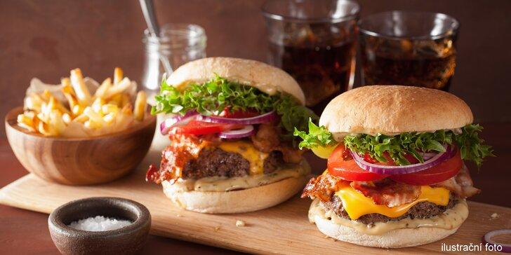 Americká klasika: dva burgery s 200 gramy hovězího, domácí hranolky a Pepsi
