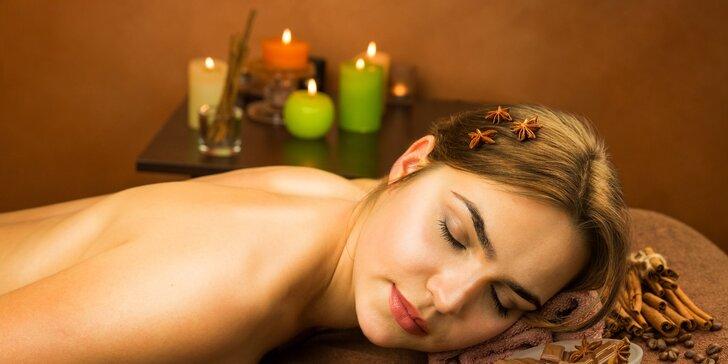 Skořicové prohřátí: masáž s pomerančovým olejem a skořicovým zábalem