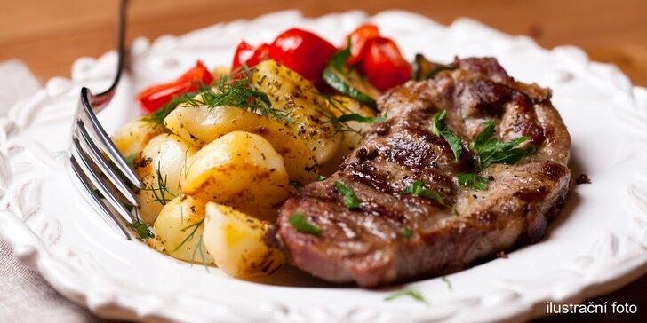 300gramové steaky z hovězího roštěnce, kuřecího i vepřového a přílohy