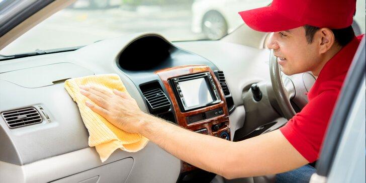 Důkladná péče pro vaše auto: čištění interiéru s tepováním a ručním mytím