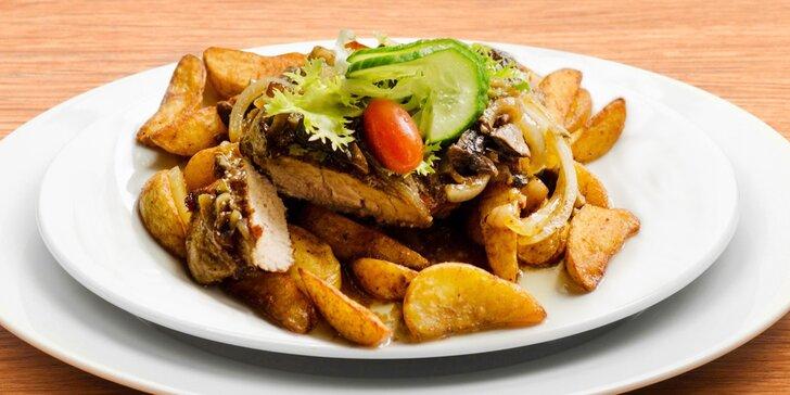 S rodinou na večeři: steaky pro dospělé, kuře pro děti a palačinky pro všechny