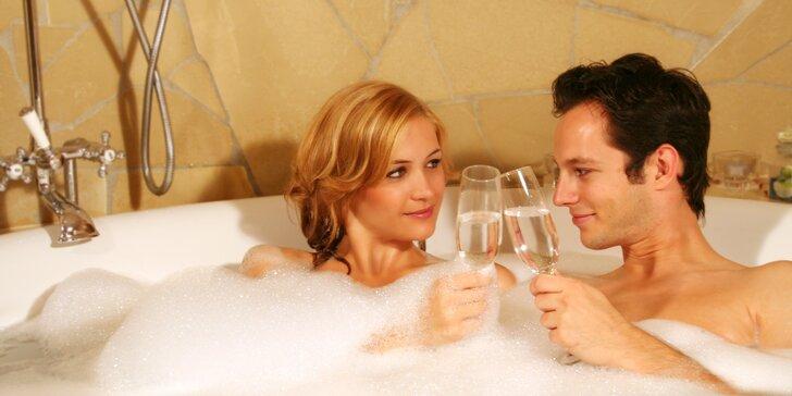 Romantika pro dva: Privátní wellness s láhví sektu