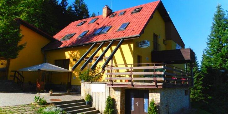 Vzhůru do Beskyd: Chutná polopenze, turistika i sauna pro dva výletníky