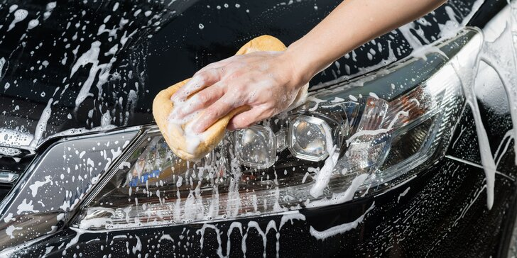Ruční mytí vozu, čištění interiéru i možnost přepravy auta od vás a zpět