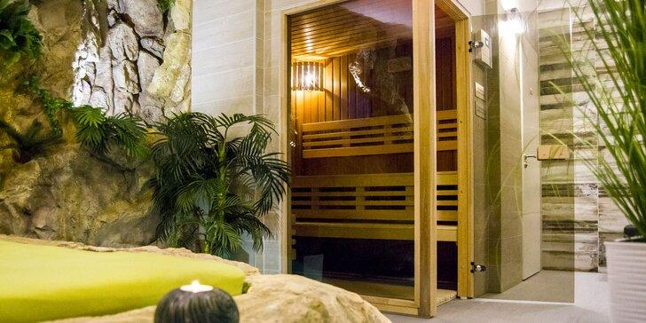 Privátní wellness s atmosférou džungle: dvě sauny, vodopád a lůžko na skále