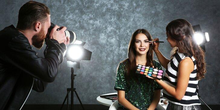 Vzhůru do ateliéru: portrétní fotografování s minikurzem líčení pro 2 osoby