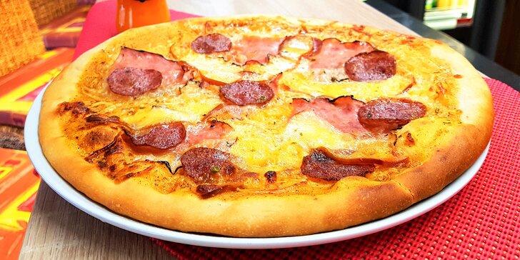 Pějte píseň do kola: Křupavá pizza dle výběru a Cappy džus k tomu