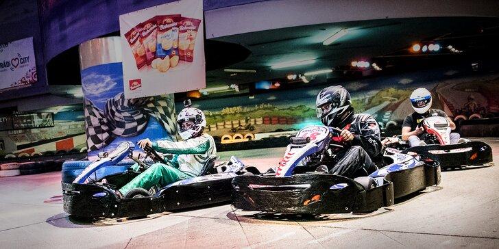 Připravit, pozor, start: 2 jízdy v nadupané motokáře po dvoupatrové dráze