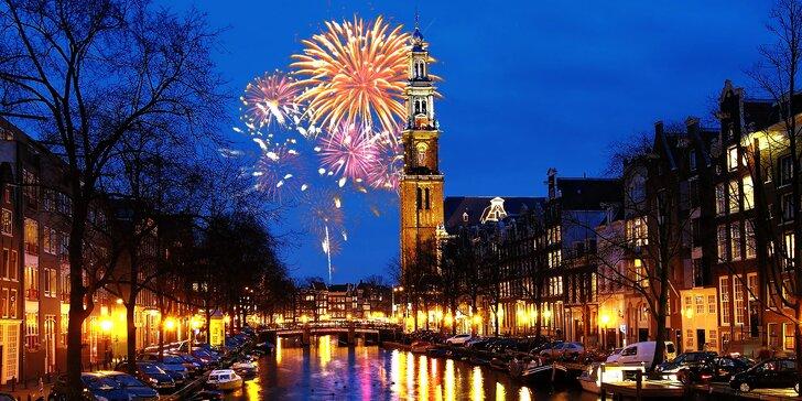 Prožijte Silvestr v Amsterdamu s romantikou na lodi i svitem červených luceren