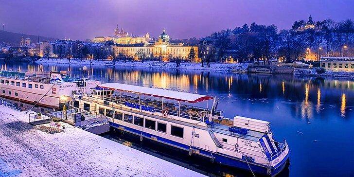 Prosincové adventní plavby po Vltavě s vánočním cukrovím a koledami