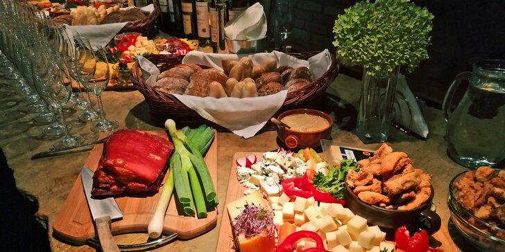 Silvestr ve Valticích: skvělá zábava, jídlo, neomezená vína i zlatý přípitek