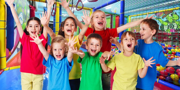 Zábava v míčkách a prolézačkách: celodenní vstupy do dětské herny Smajlíkov