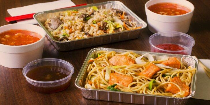 Rozvoz asijských specialit: nudle či rýže s lososem nebo hovězím a polévka pro dva
