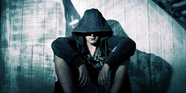 Venkovní úniková hra: Odhalte a dopadněte vraha Smíchovského mordu
