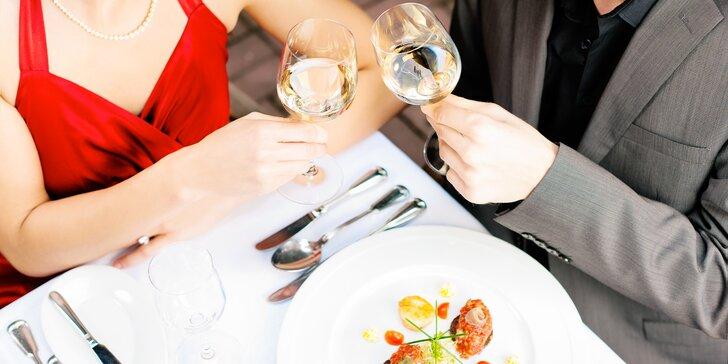 Láska prochází žaludkem: pozvěte svého miláčka na 4 famózní chody a láhev vína