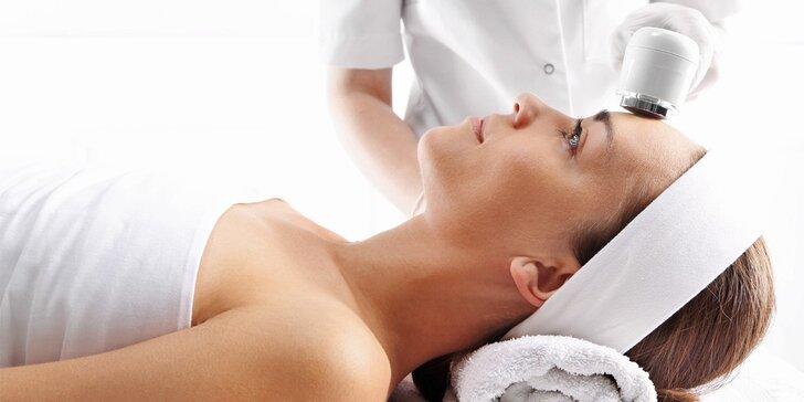 Hloubkové čištění pleti ultrazvukovou špachtlí s masáží