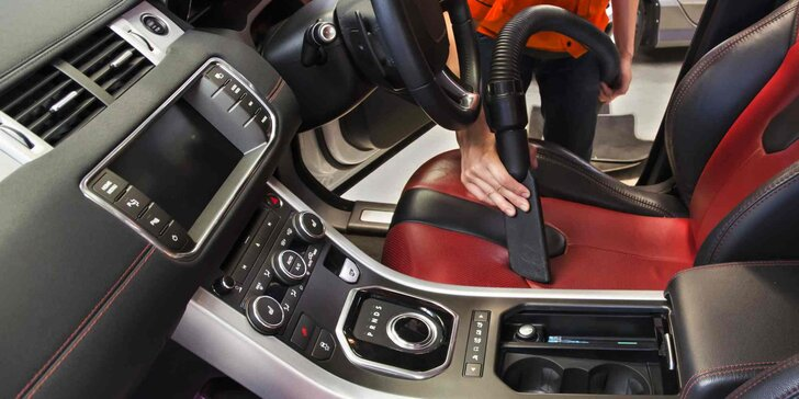 Profesionální ruční mytí interiéru vozidla včetně tepování