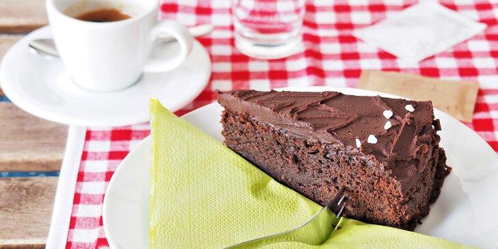 Vynikající čerstvě pražená káva Cafe d´Elvert a domácí zákusek dle denní nabídky
