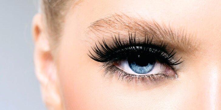 Prodloužení řas metodou řasa na řasu ve Studiu Beauty Glamour