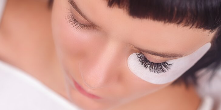 Zvýrazněte své oči prodlouženými řasami: metoda řasa na řasu i 3D