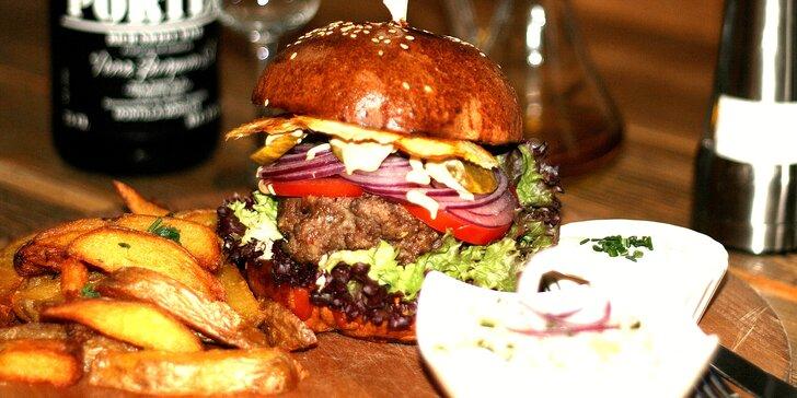 Burger menu: dorůžova připravený hovězí váleček, domácí bulka a další delikatesy