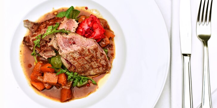 4 chody v barvách dýně: polévka, ravioly, telecí kotleta a sladká panna cotta