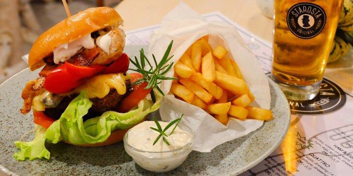 Burger, hranolky a pití v útulném bistru u Václaváku – menu pro 1 či 2 osoby