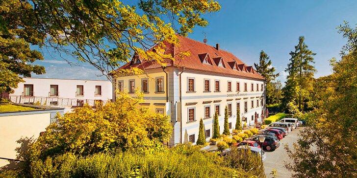 Podzimní romance u zámku Loučeň: dobré jídlo, bazén, sauna i labyrintárium