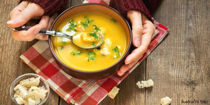 Zahřejte se: polévka jako od babičky a gruzínský chléb ze zlínské Polévkárny