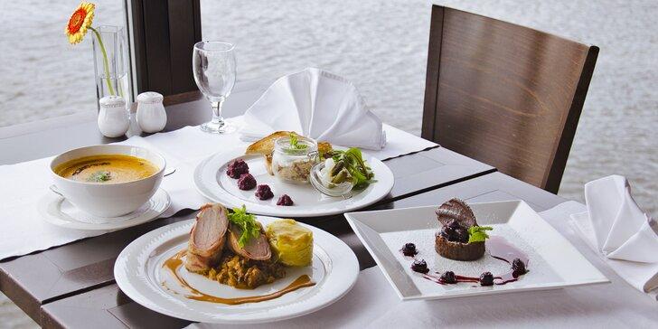 Lodní restaurace Port62: degustační menu s výběrem chodů pro 1 či 2 osoby