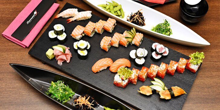 S citem pro detail: bohaté japonské sushi menu s mořskými řasami i dezertem