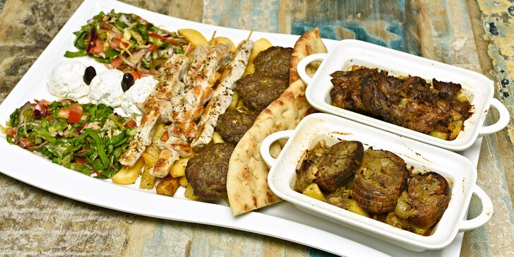 Velkolepá hostina v řeckém stylu: 920 g kvalitního masa a brilantní přílohy