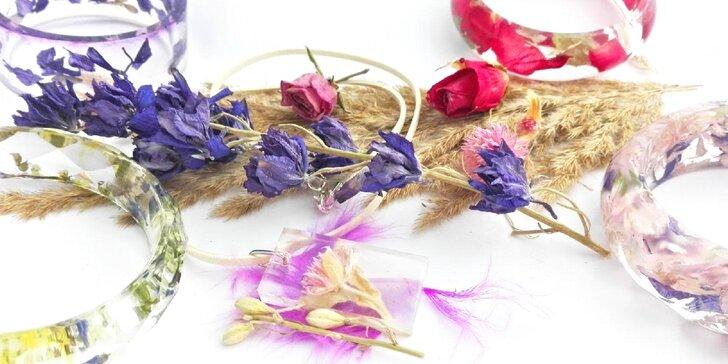 Hravý workshop: Vyrobte si vlastní šperky z hravé pryskyřice