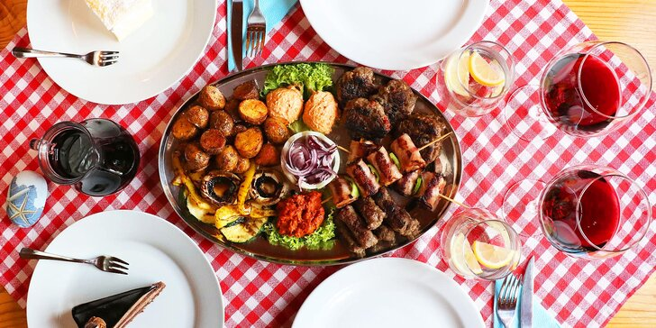 Pravá balkánská hostina pro dva: masová mísa, víno nebo pivo a dezert na závěr